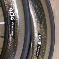 Zipp 808 404 mit Zipp Reifen